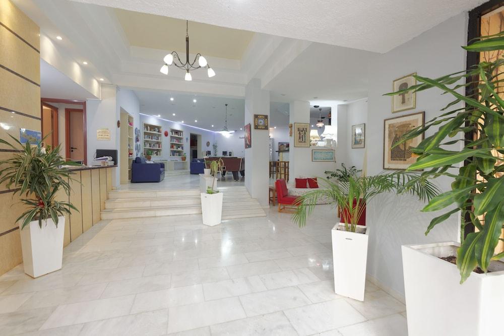 라타니아 아파트먼트(Latania Apartments) Hotel Image 16 - Check-in/Check-out Kiosk