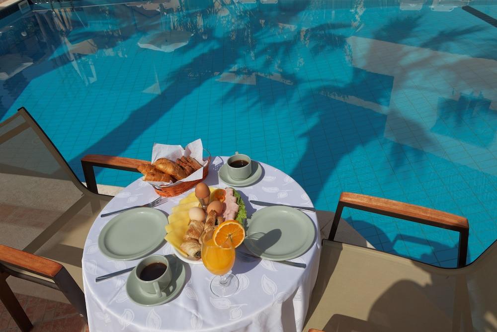 라타니아 아파트먼트(Latania Apartments) Hotel Image 24 - Breakfast Area