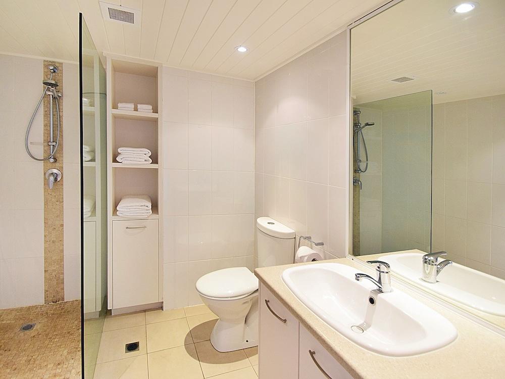 페어쇼어 누사(Fairshore Noosa) Hotel Image 70 - Bathroom