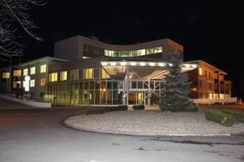 호텔 얀(Hotel Jana) Hotel Image 62 - Hotel Front - Evening/Night