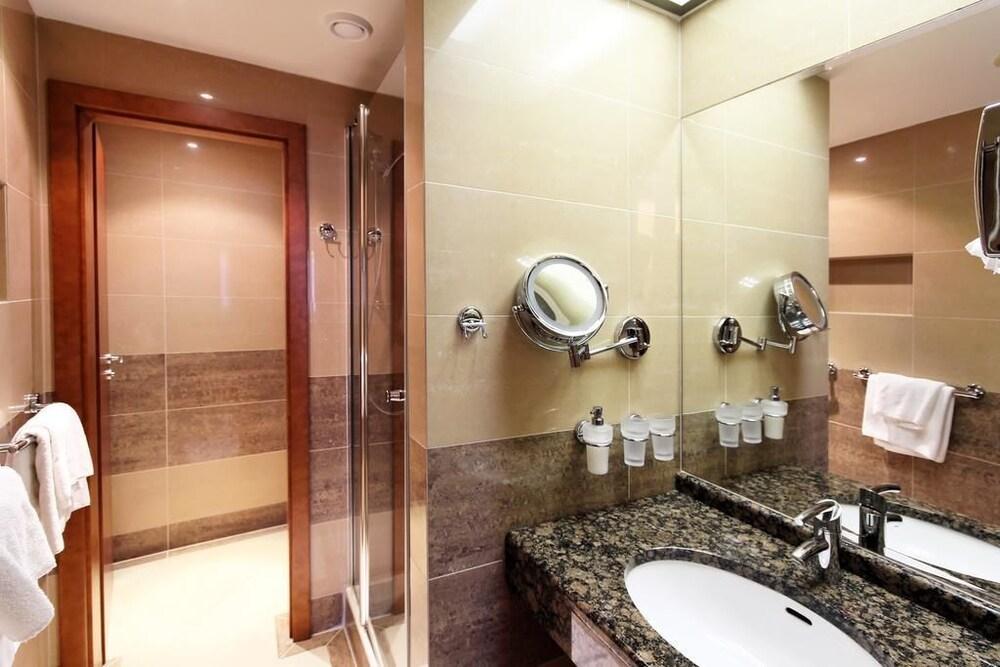 호텔 얀(Hotel Jana) Hotel Image 29 - Bathroom