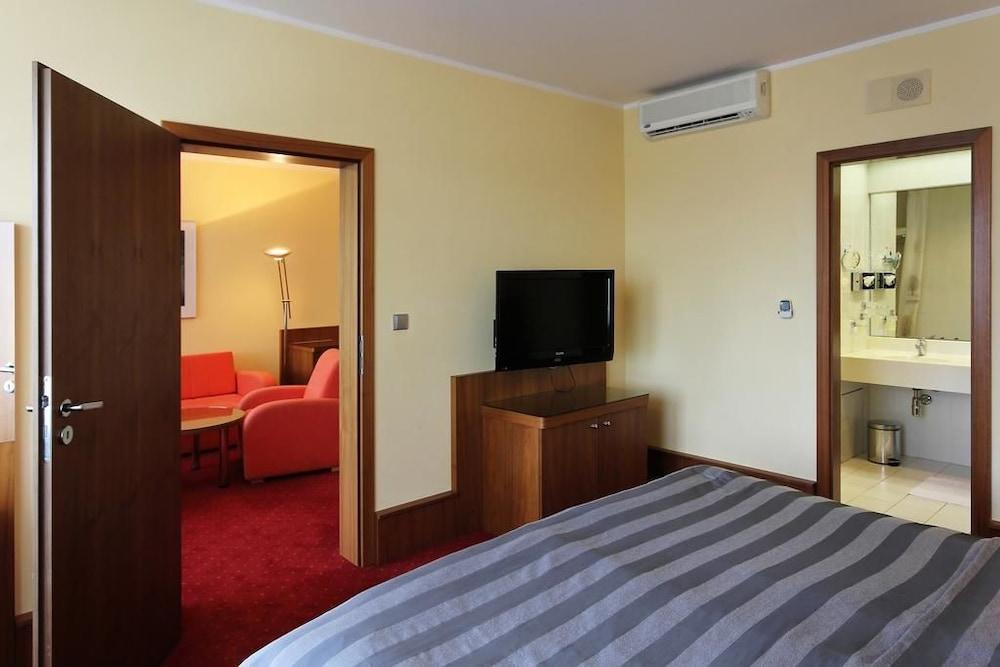 호텔 얀(Hotel Jana) Hotel Image 7 - Guestroom
