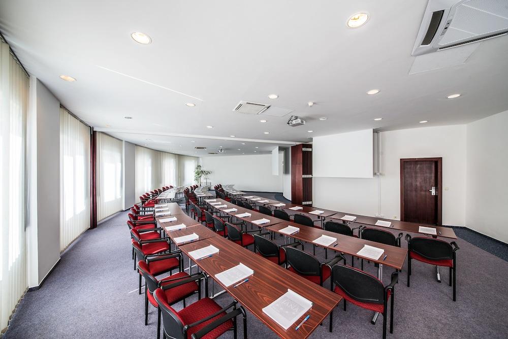 호텔 얀(Hotel Jana) Hotel Image 58 - Meeting Facility