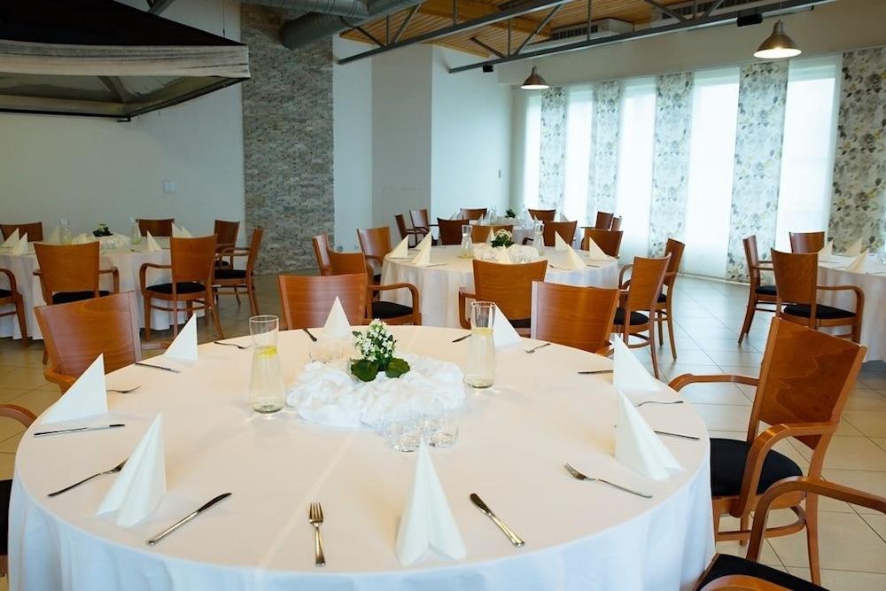 호텔 얀(Hotel Jana) Hotel Image 53 - Banquet Hall