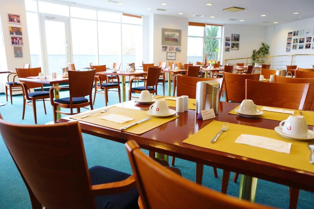 호텔 얀(Hotel Jana) Hotel Image 44 - Breakfast Area