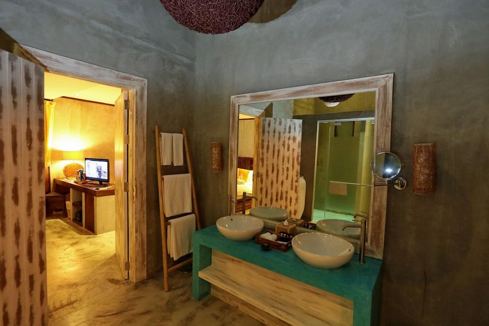 나타이 비치 리조트 & 스파 팡아(Natai Beach Resort & Spa Phang Nga) Hotel Image 37 - Bathroom Sink