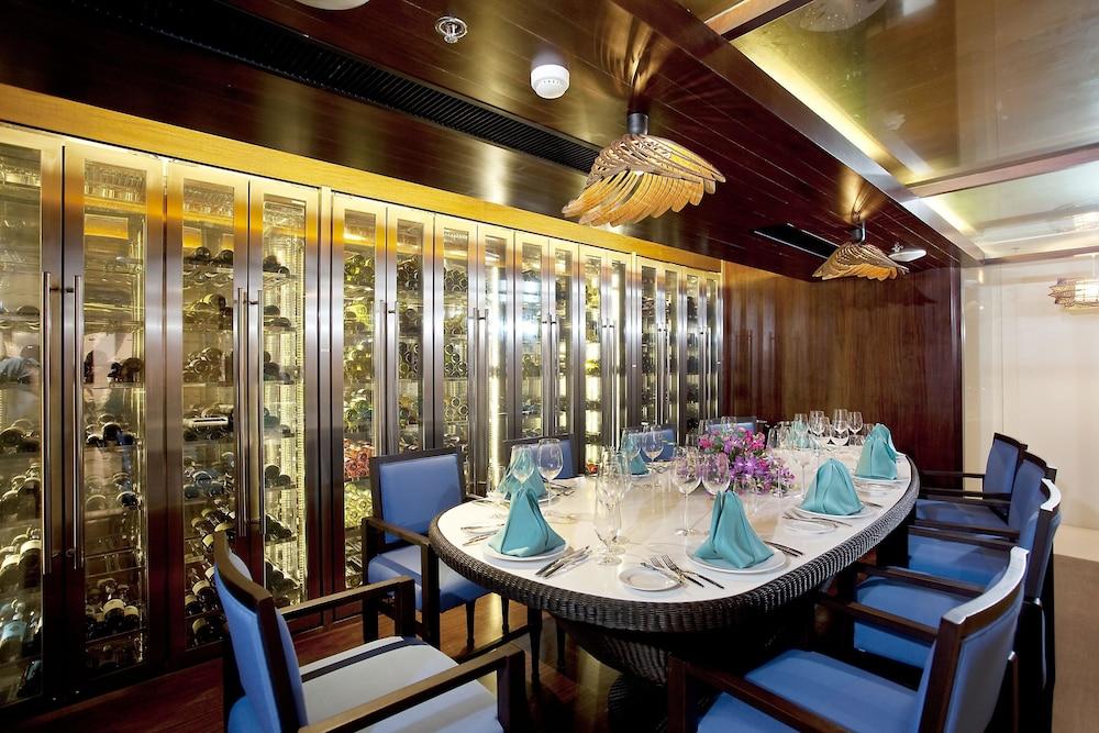 나타이 비치 리조트 & 스파 팡아(Natai Beach Resort & Spa Phang Nga) Hotel Image 57 - Restaurant