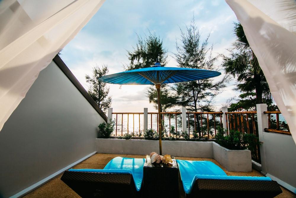 나타이 비치 리조트 & 스파 팡아(Natai Beach Resort & Spa Phang Nga) Hotel Image 25 - Terrace/Patio