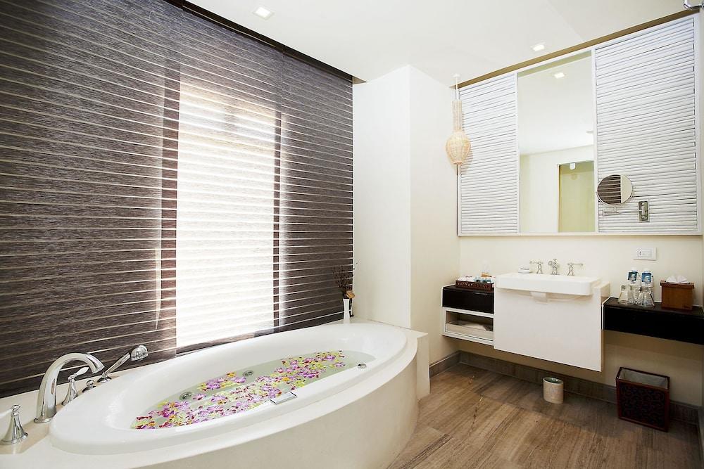 나타이 비치 리조트 & 스파 팡아(Natai Beach Resort & Spa Phang Nga) Hotel Image 33 - Bathroom