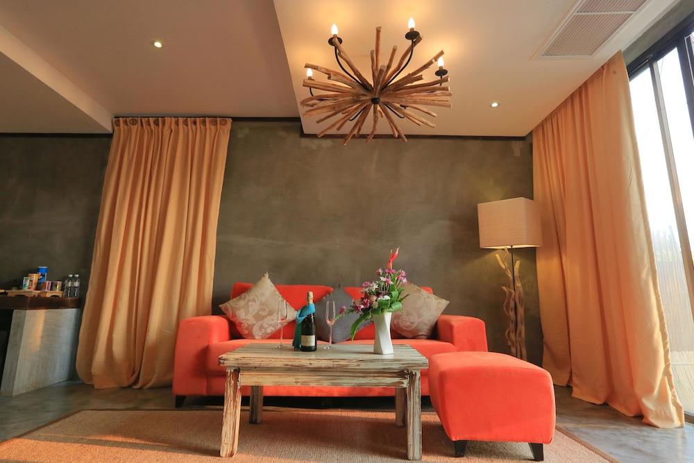 나타이 비치 리조트 & 스파 팡아(Natai Beach Resort & Spa Phang Nga) Hotel Image 22 - Living Area