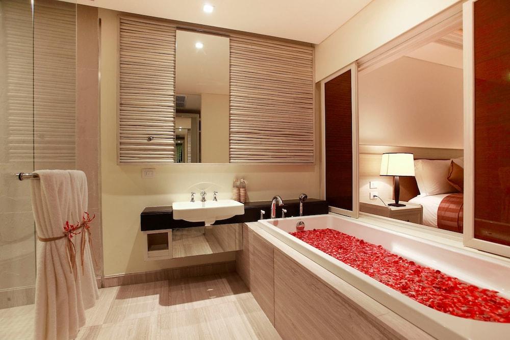 나타이 비치 리조트 & 스파 팡아(Natai Beach Resort & Spa Phang Nga) Hotel Image 32 - Bathroom