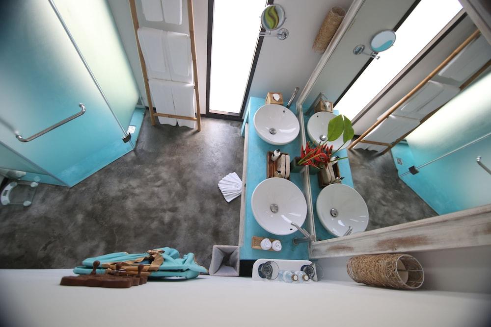 나타이 비치 리조트 & 스파 팡아(Natai Beach Resort & Spa Phang Nga) Hotel Image 69 - Bathroom