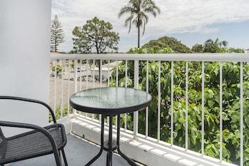 Guestroom at Sunshine Beach Resort in Miami