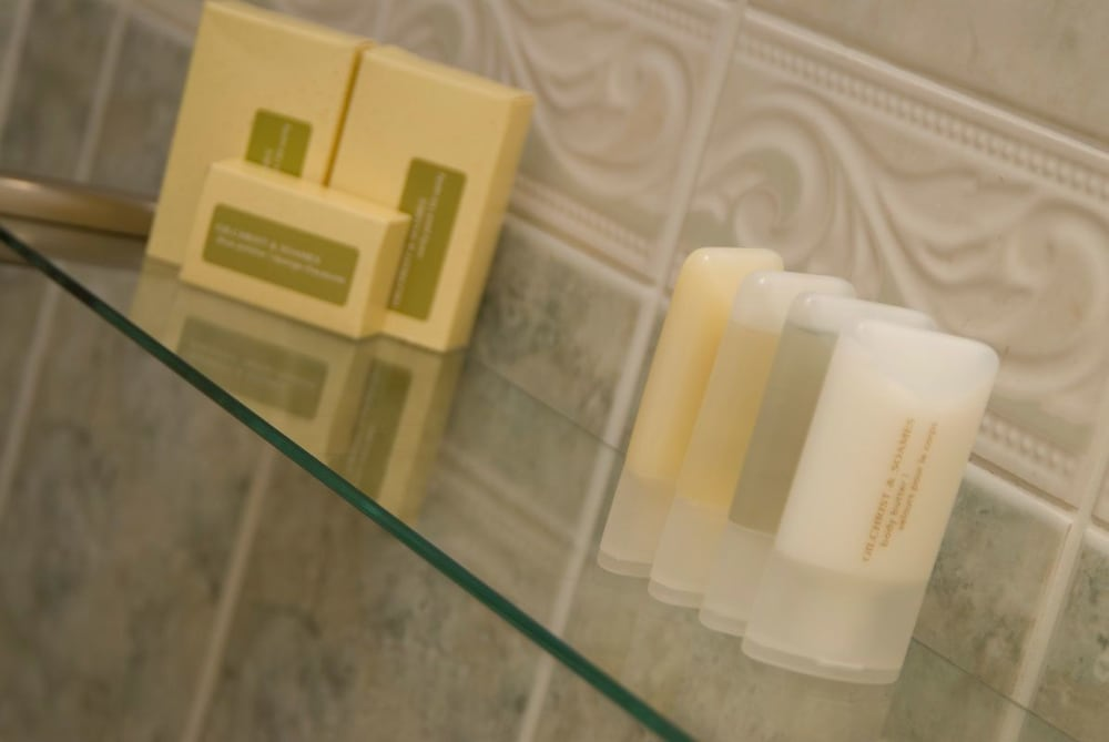 웨스트본(The Westbourne) Hotel Image 9 - Bathroom