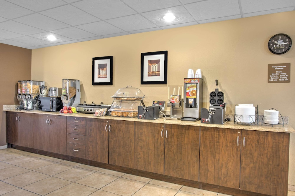마이크로텔 인 앤드 스위트 바이 윈덤 해리슨버그(Microtel Inn & Suites by Wyndham Harrisonburg) Hotel Image 14 - Breakfast Area
