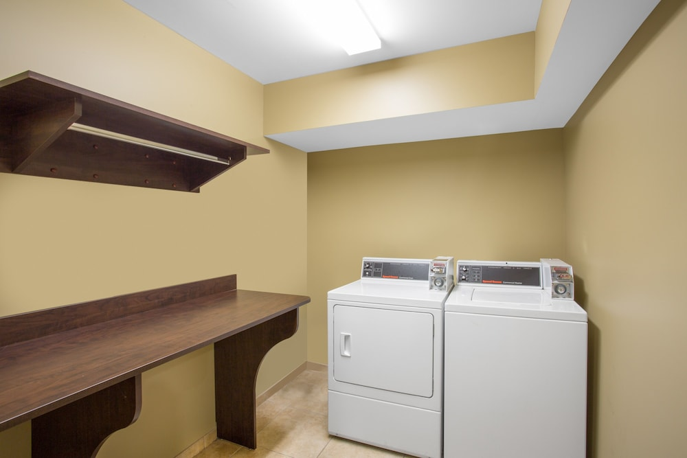 마이크로텔 인 앤드 스위트 바이 윈덤 해리슨버그(Microtel Inn & Suites by Wyndham Harrisonburg) Hotel Image 13 - Laundry Room