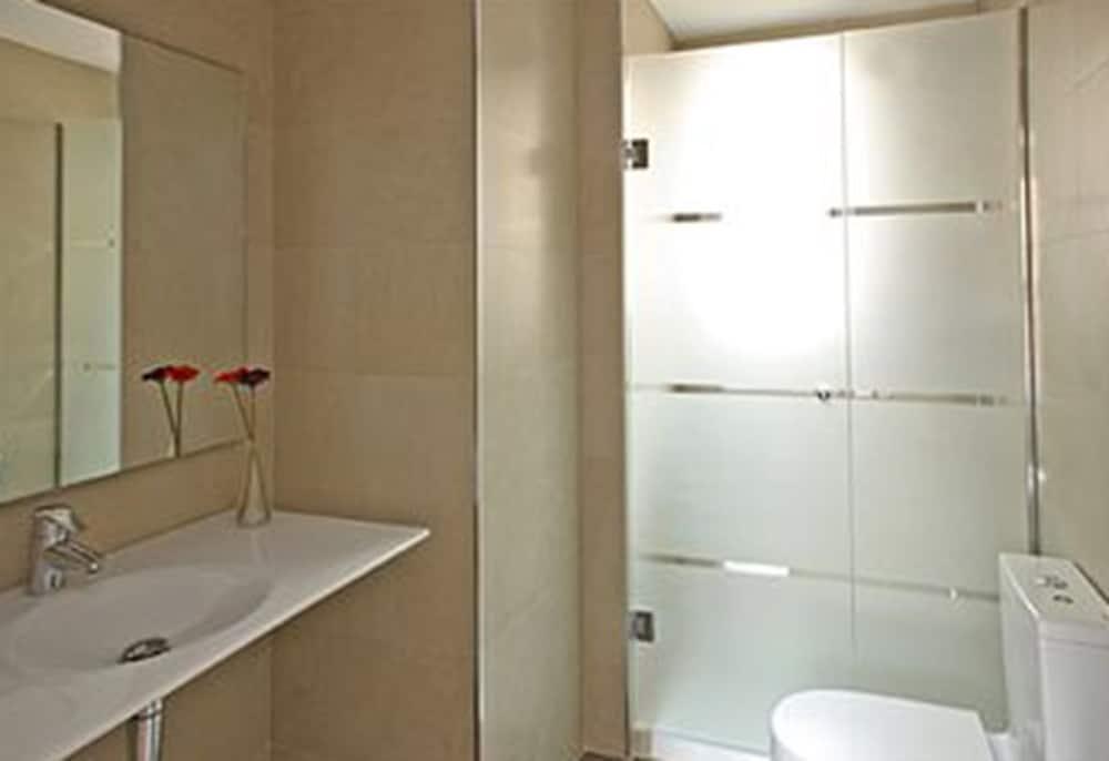 MH 아파트먼츠 센터(MH Apartments Center) Hotel Image 14 - Bathroom