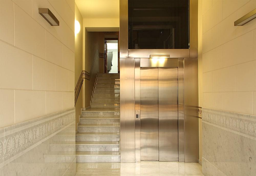 MH 아파트먼츠 센터(MH Apartments Center) Hotel Image 10 - Interior Entrance