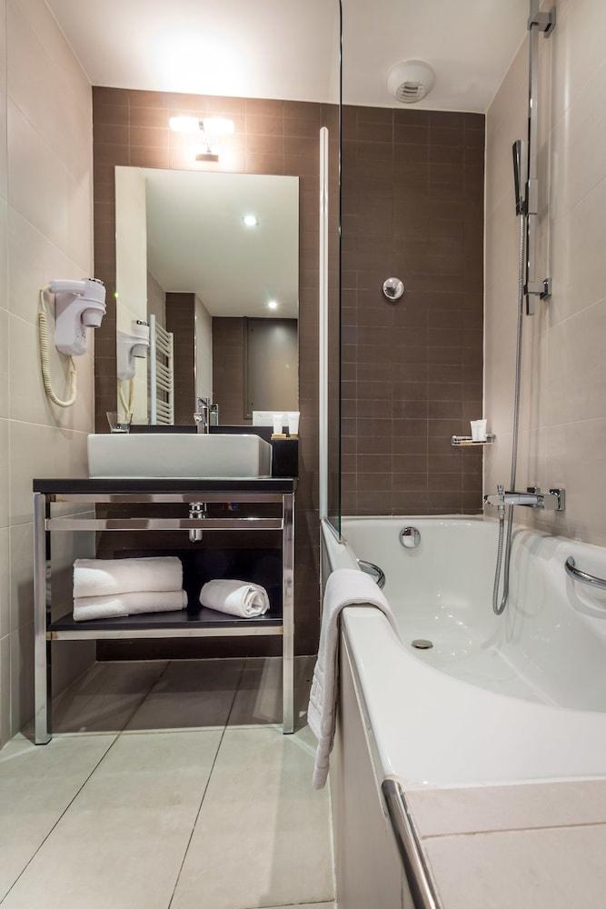 하이파크 바이 아다지오 마르세유(Hipark by Adagio Marseille) Hotel Image 35 - Bathroom