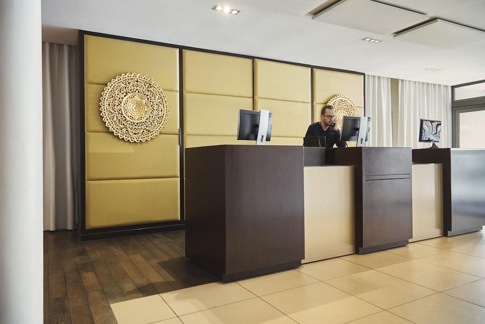 하이파크 바이 아다지오 마르세유(Hipark by Adagio Marseille) Hotel Image 27 - Reception