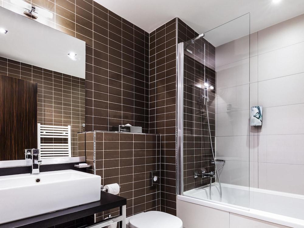 하이파크 바이 아다지오 마르세유(Hipark by Adagio Marseille) Hotel Image 38 - Bathroom