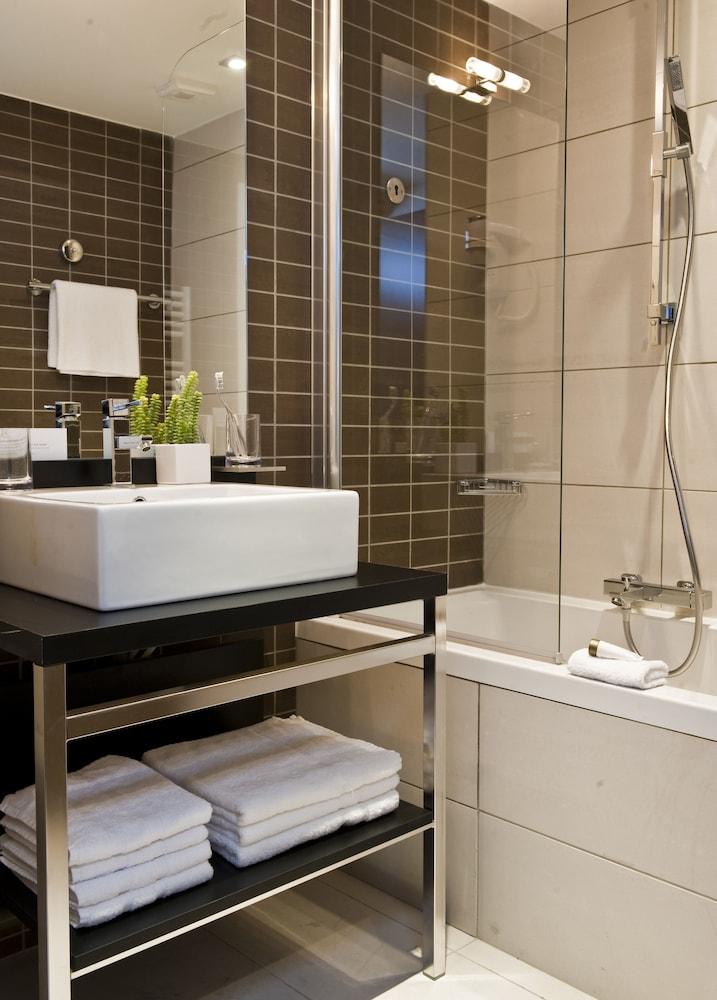 하이파크 바이 아다지오 마르세유(Hipark by Adagio Marseille) Hotel Image 34 - Bathroom