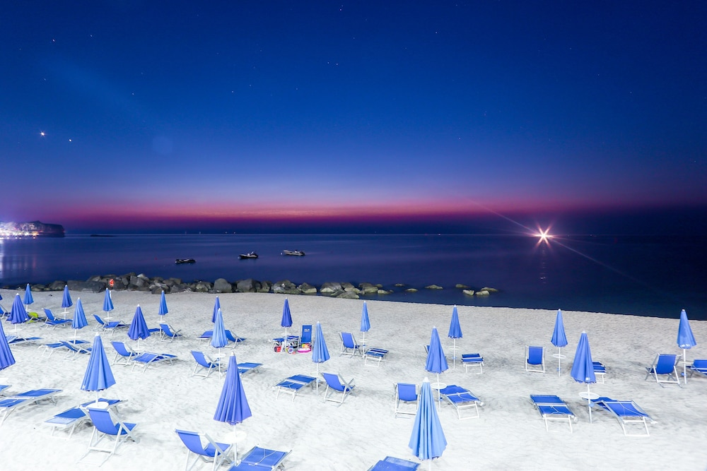 빌라지오 호텔 리도 산 쥬세페(Villaggio Hotel Lido San Giuseppe) Hotel Image 22 - Beach