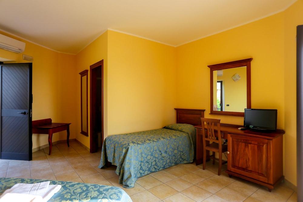 빌라지오 호텔 리도 산 쥬세페(Villaggio Hotel Lido San Giuseppe) Hotel Image 9 - Game Room