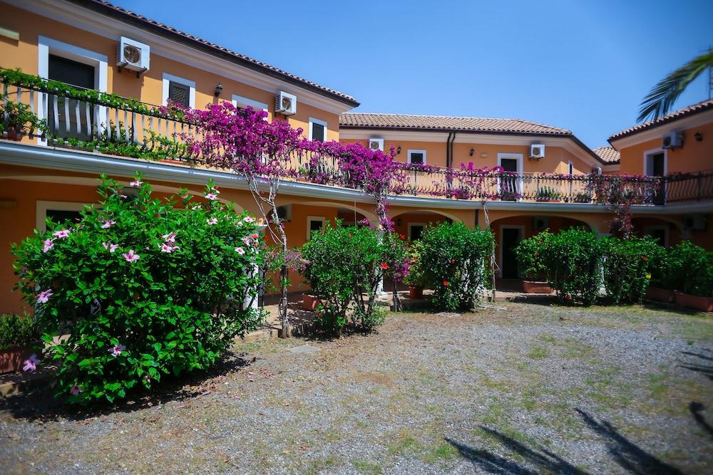 빌라지오 호텔 리도 산 쥬세페(Villaggio Hotel Lido San Giuseppe) Hotel Image 28 - Garden