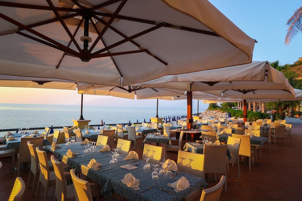 빌라지오 호텔 리도 산 쥬세페(Villaggio Hotel Lido San Giuseppe) Hotel Image 17 - Food Court