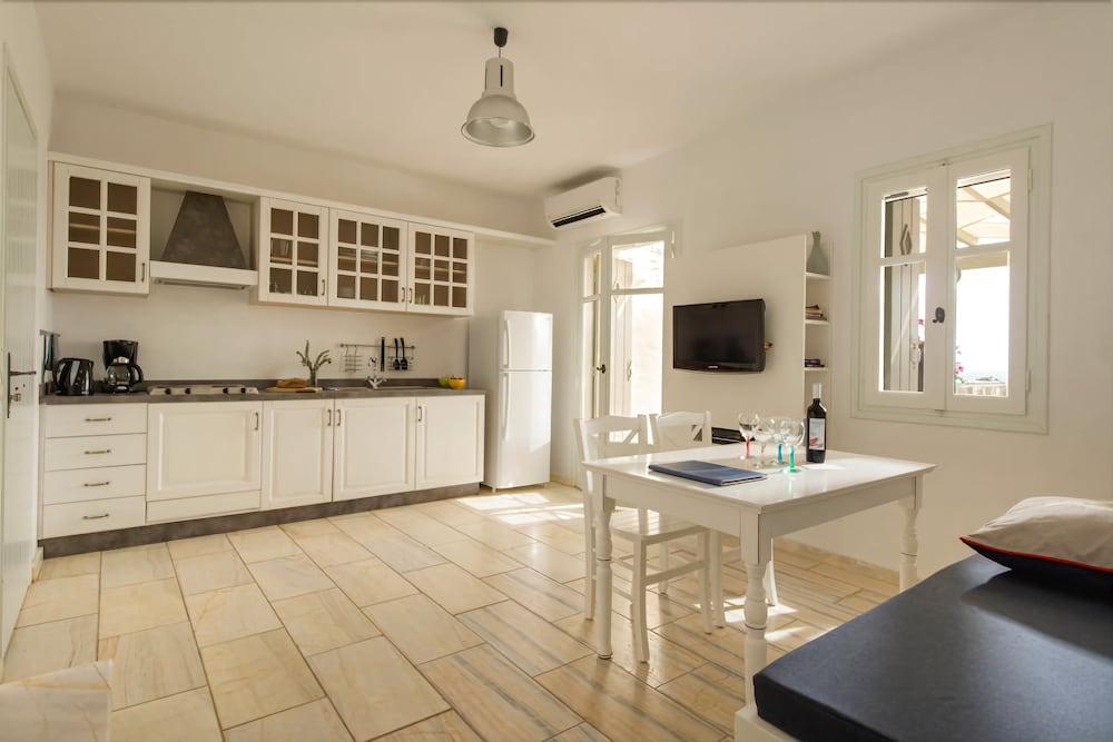 스타고네스 럭셔리 빌라(Stagones Luxury Villas) Hotel Image 21 - In-Room Kitchen