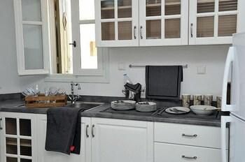 스타고네스 럭셔리 빌라(Stagones Luxury Villas) Hotel Image 22 - In-Room Kitchen