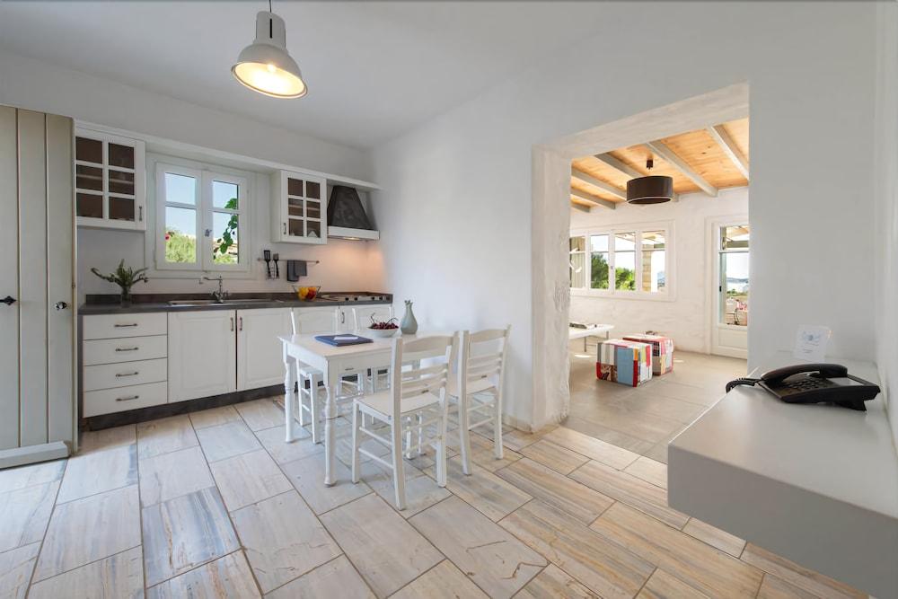 스타고네스 럭셔리 빌라(Stagones Luxury Villas) Hotel Image 19 - In-Room Kitchen