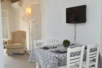 스타고네스 럭셔리 빌라(Stagones Luxury Villas) Hotel Image 18 - In-Room Dining