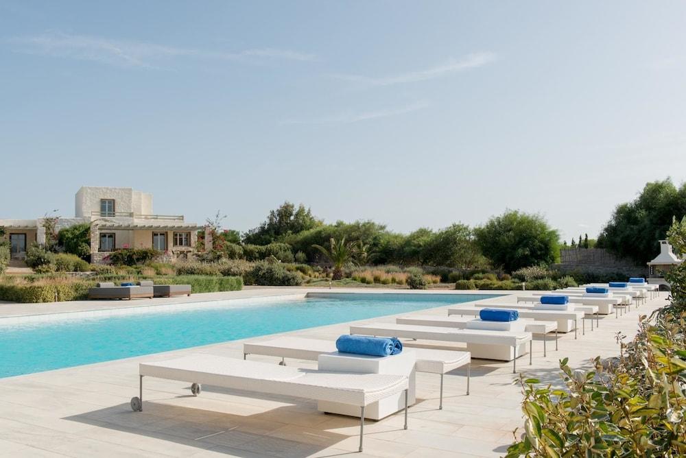 스타고네스 럭셔리 빌라(Stagones Luxury Villas) Hotel Image 53 - Outdoor Pool