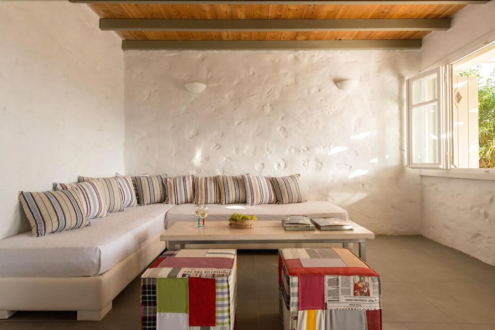 스타고네스 럭셔리 빌라(Stagones Luxury Villas) Hotel Image 26 - Living Area