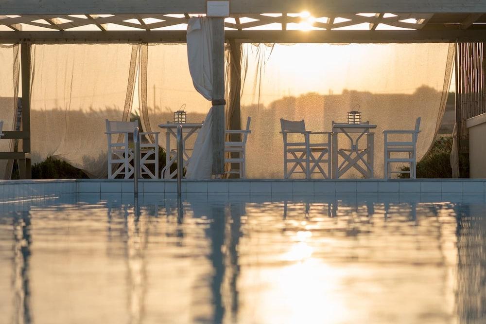 스타고네스 럭셔리 빌라(Stagones Luxury Villas) Hotel Image 55 - Outdoor Pool