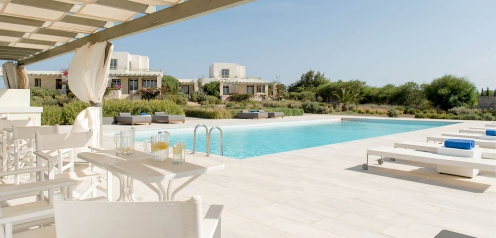 스타고네스 럭셔리 빌라(Stagones Luxury Villas) Hotel Image 0 - Featured Image