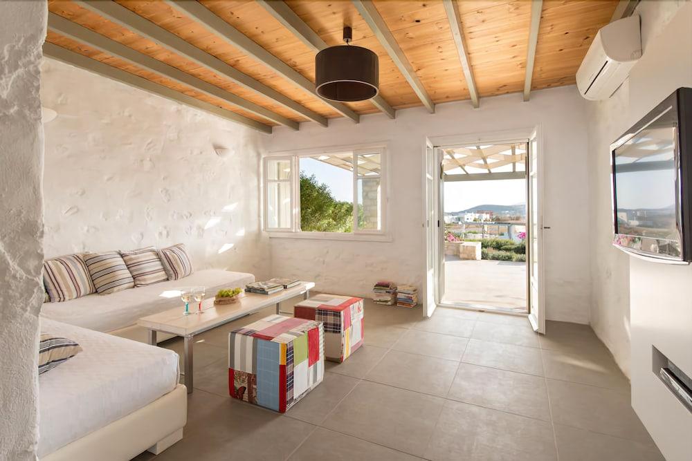 스타고네스 럭셔리 빌라(Stagones Luxury Villas) Hotel Image 29 - Living Area