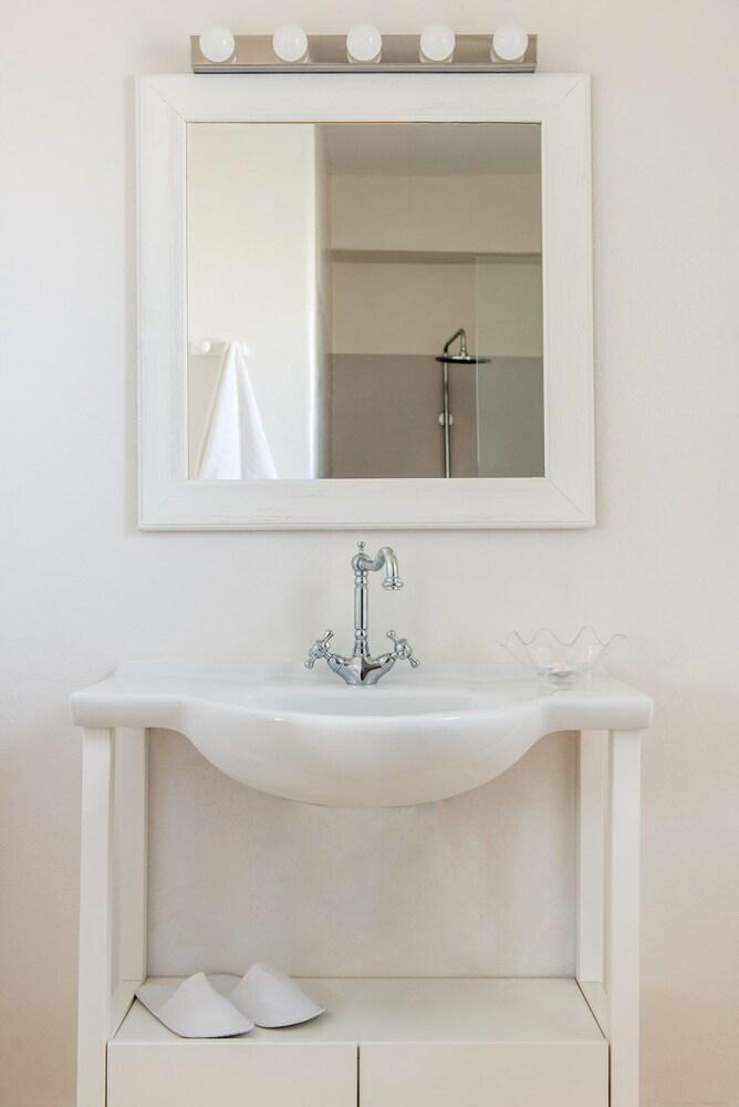 스타고네스 럭셔리 빌라(Stagones Luxury Villas) Hotel Image 45 - Bathroom Sink