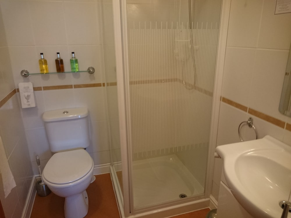더 랜스베리 게스트 하우스(The Lansbury Guest House) Hotel Image 41 - Bathroom
