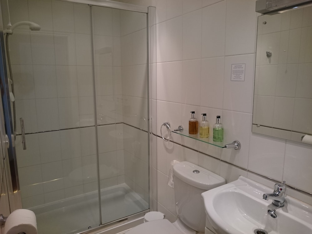 더 랜스베리 게스트 하우스(The Lansbury Guest House) Hotel Image 42 - Bathroom