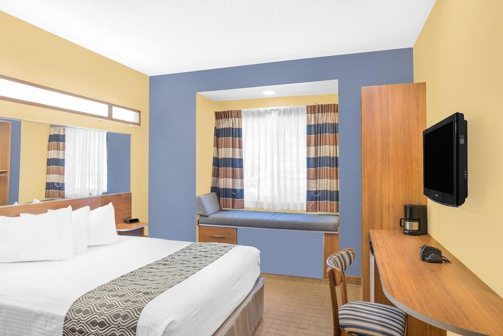 마이크로텔 인 앤드 스위트 바이 윈덤 차일라이/로체스터 에어포트(Microtel Inn & Suites by Wyndham Chili/Rochester Airport) Hotel Image 3 - Guestroom