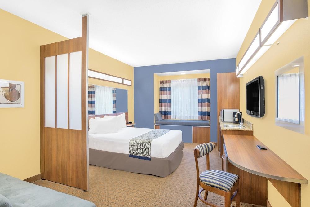 마이크로텔 인 앤드 스위트 바이 윈덤 차일라이/로체스터 에어포트(Microtel Inn & Suites by Wyndham Chili/Rochester Airport) Hotel Image 5 - Guestroom
