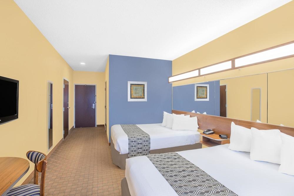 마이크로텔 인 앤드 스위트 바이 윈덤 차일라이/로체스터 에어포트(Microtel Inn & Suites by Wyndham Chili/Rochester Airport) Hotel Image 7 - Guestroom