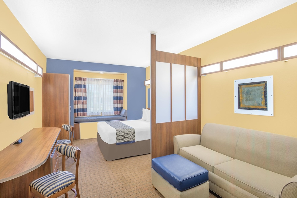 마이크로텔 인 앤드 스위트 바이 윈덤 차일라이/로체스터 에어포트(Microtel Inn & Suites by Wyndham Chili/Rochester Airport) Hotel Image 15 - Guestroom