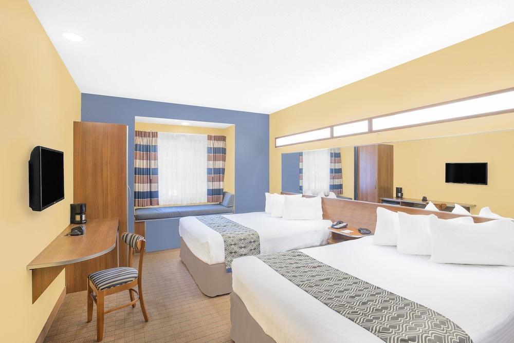 마이크로텔 인 앤드 스위트 바이 윈덤 차일라이/로체스터 에어포트(Microtel Inn & Suites by Wyndham Chili/Rochester Airport) Hotel Image 9 - Guestroom
