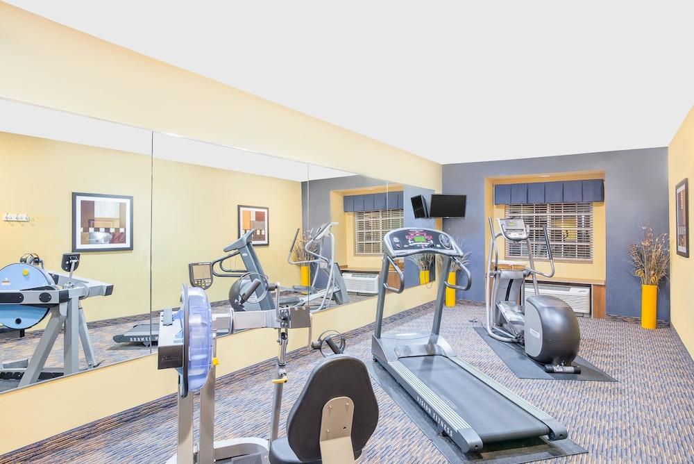 마이크로텔 인 앤드 스위트 바이 윈덤 차일라이/로체스터 에어포트(Microtel Inn & Suites by Wyndham Chili/Rochester Airport) Hotel Image 14 - Fitness Facility