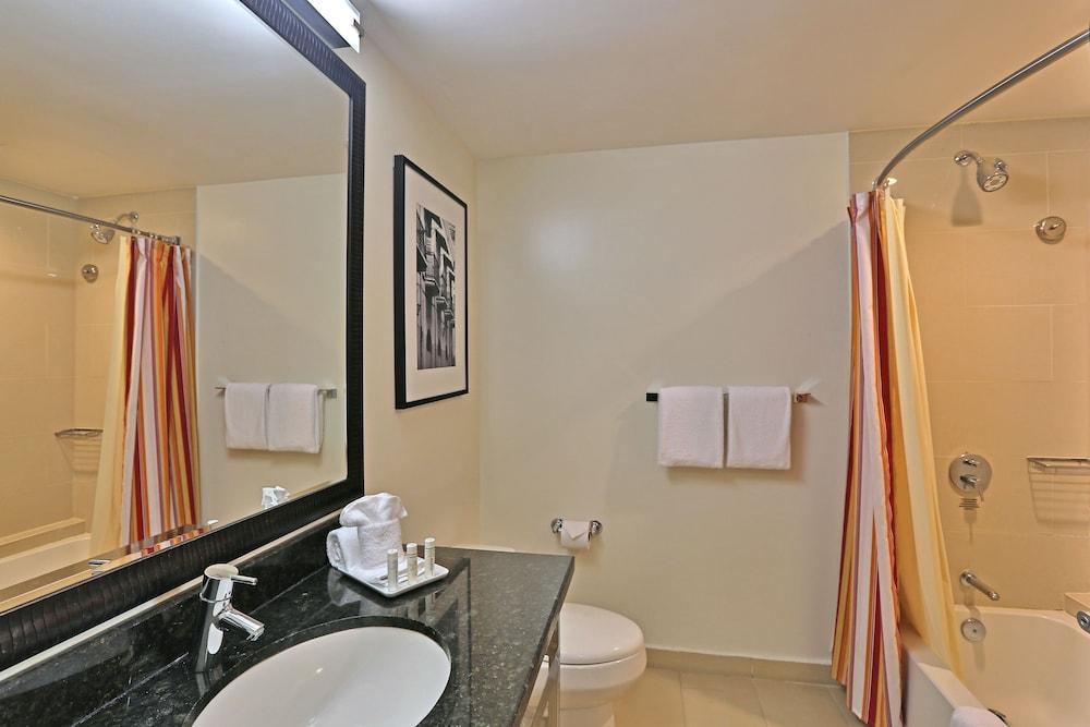 코트야드 파나마 앳 메트로몰 몰(Courtyard Panama at Metromall Mall) Hotel Image 17 - Bathroom
