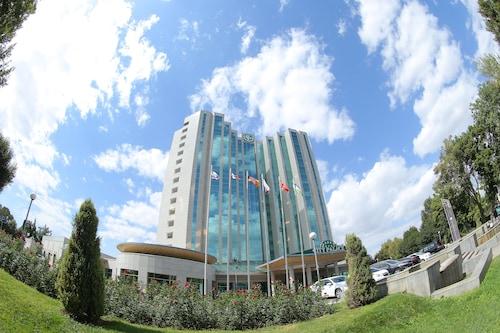 . City Palace Hotel